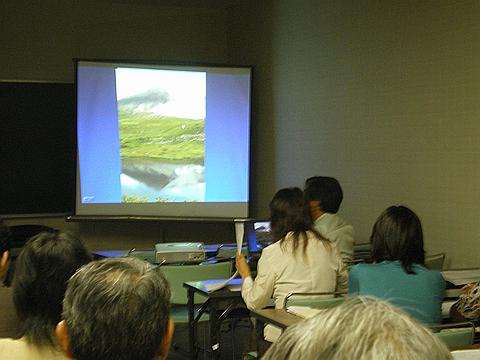 室内セミナーではスライドなども使用して学びます